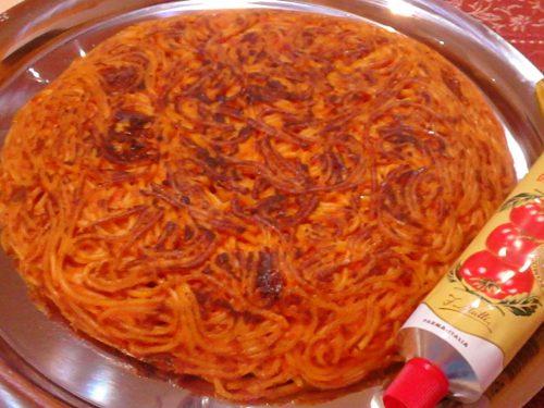 Frittata di spaghetti provola e salame piccante