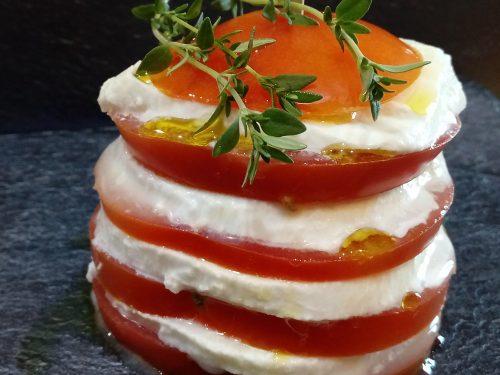 Torretta di pomodori mozzarella di bufala e timo
