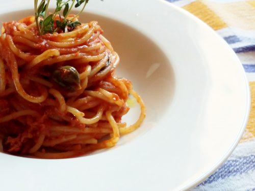Spaghetti tonno capperi e timo