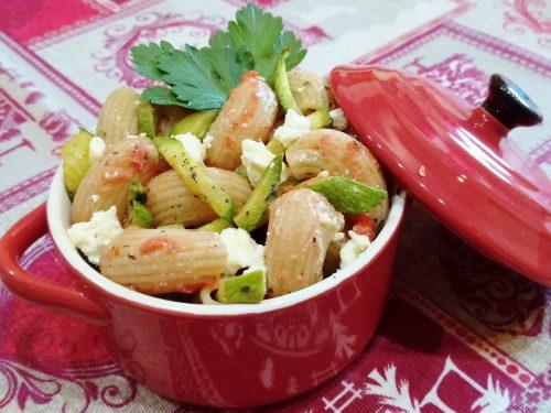Pipe integrali feta greca zucchine e coulis di pomodoro