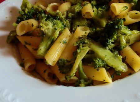 Penne zafferano broccoli e acciughe