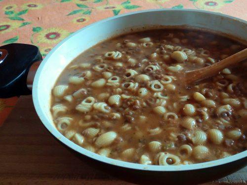 Mini pipe rigate e lenticchie