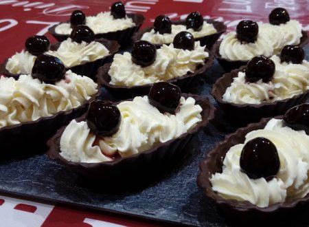 Cestini di cioccolato fondente camy cream e amarene