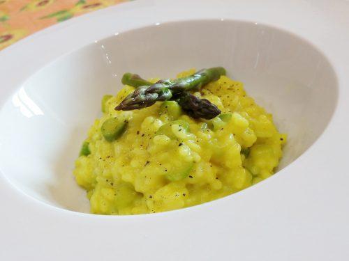 Risotto agli asparagi curcuma e parmigiano