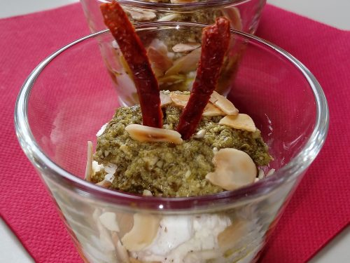 Bicchierini finger food robiola pesto mandorle e pomodori secchi