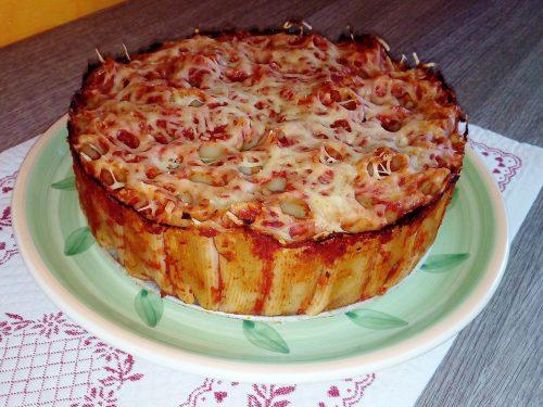 Torta di rigatoni al pomodoro e formaggio