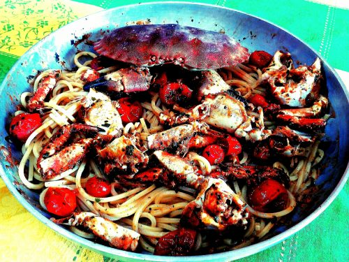 Spaghetti quadrati con polpa di granchio e pomodorini pachino