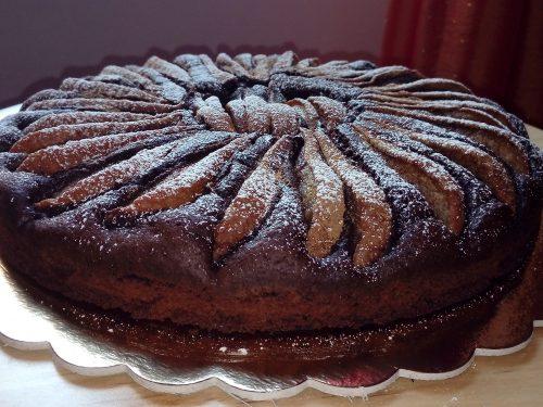 Torta al cioccolato fondente e pere