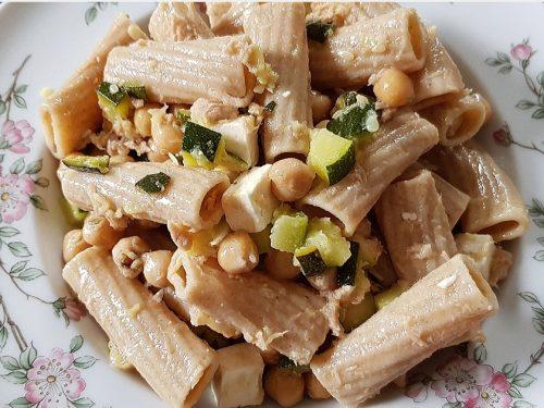 Pasta fredda zucchine, ceci e feta