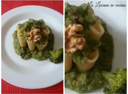 Pasta con crema di broccoli e noci