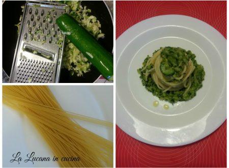Pasta con zucchine e yogurt greco