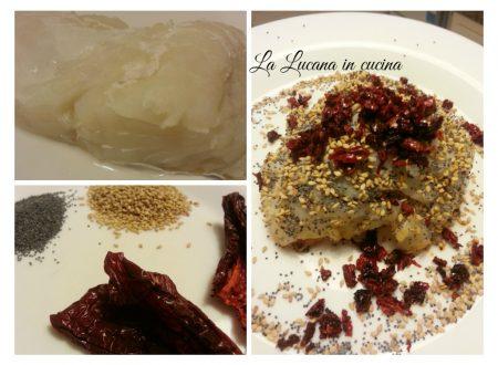 Baccalà con semi di papavero, sesamo e peperoni cruschi