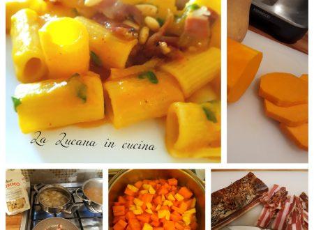Pasta con zucca pancetta e pinoli