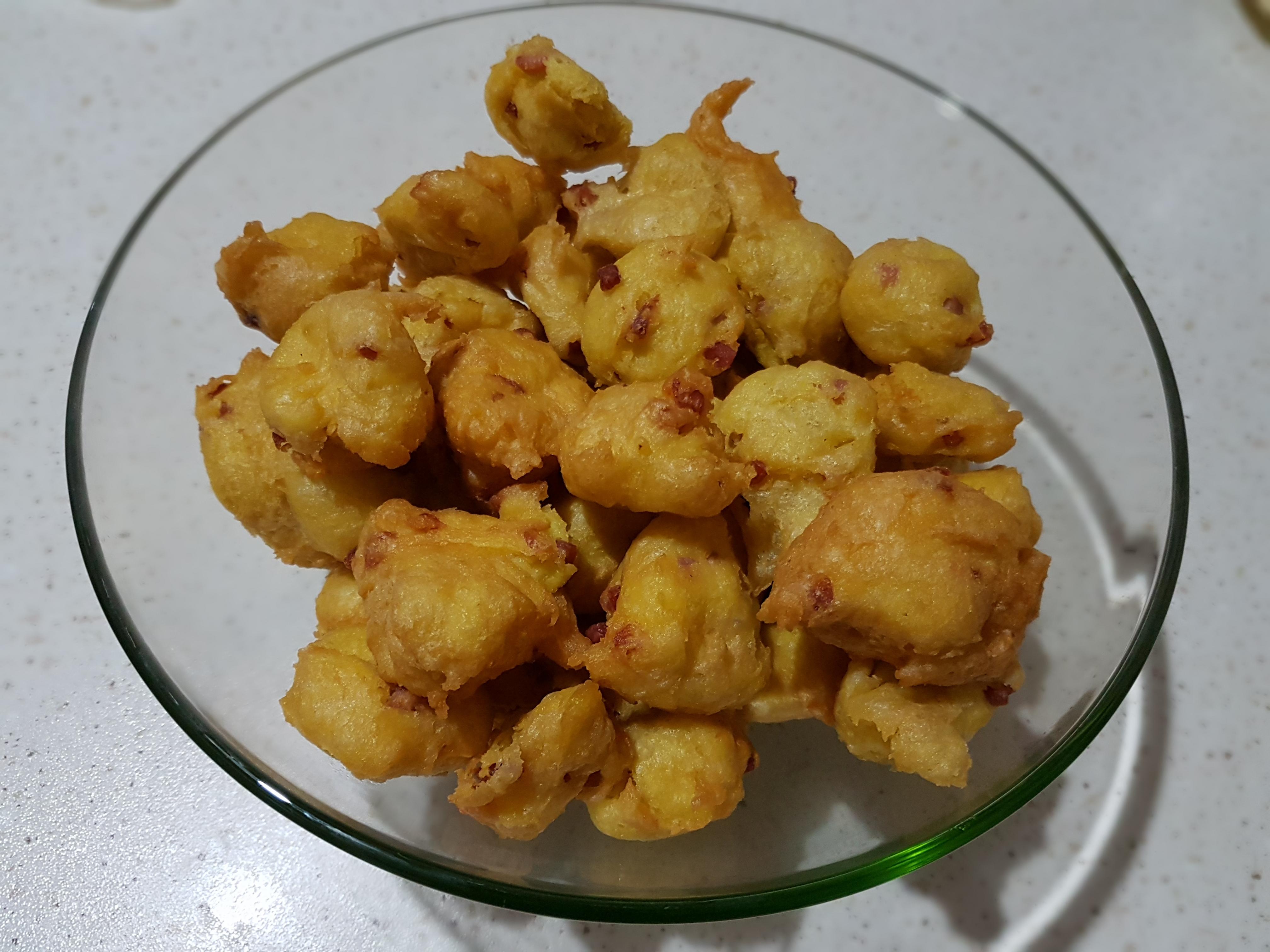 Bignè di patate con speck