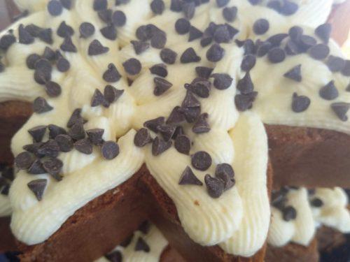 Albero di pandoro con crema al mascarpone e gocce di cioccolato