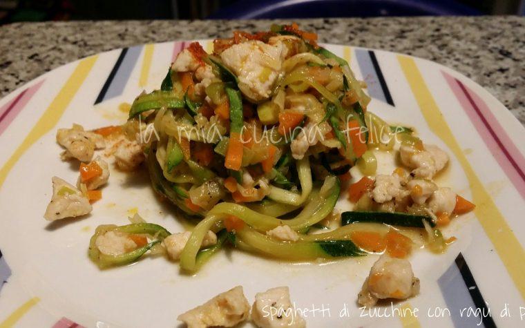 Spaghetti di zucchine con ragù di pollo