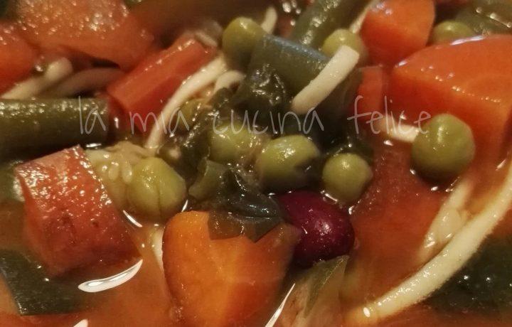 Zuppa di verdure con vermicelli di riso