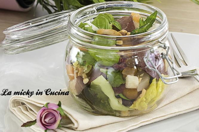 Petto d'anatra con insalatina e condimento alla frutta