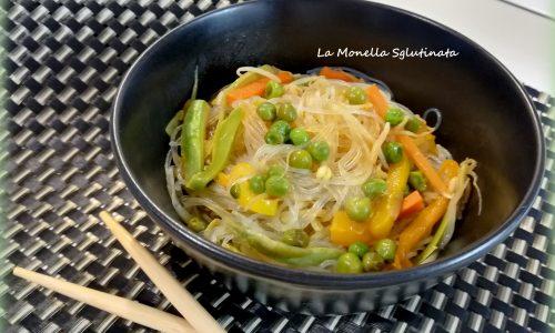 Vermicelli di soia con verdurine croccanti