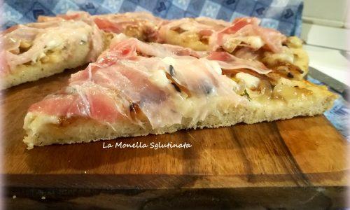 Pizza semi  integrale con cipolle bufala e pancetta