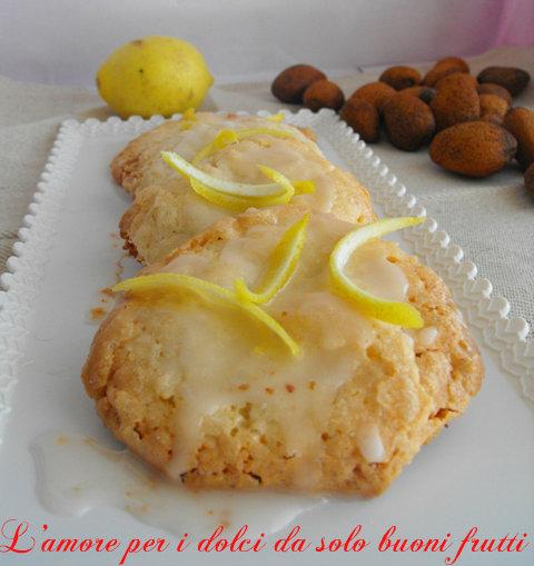Biscotti alle mandorle con glassa al limone