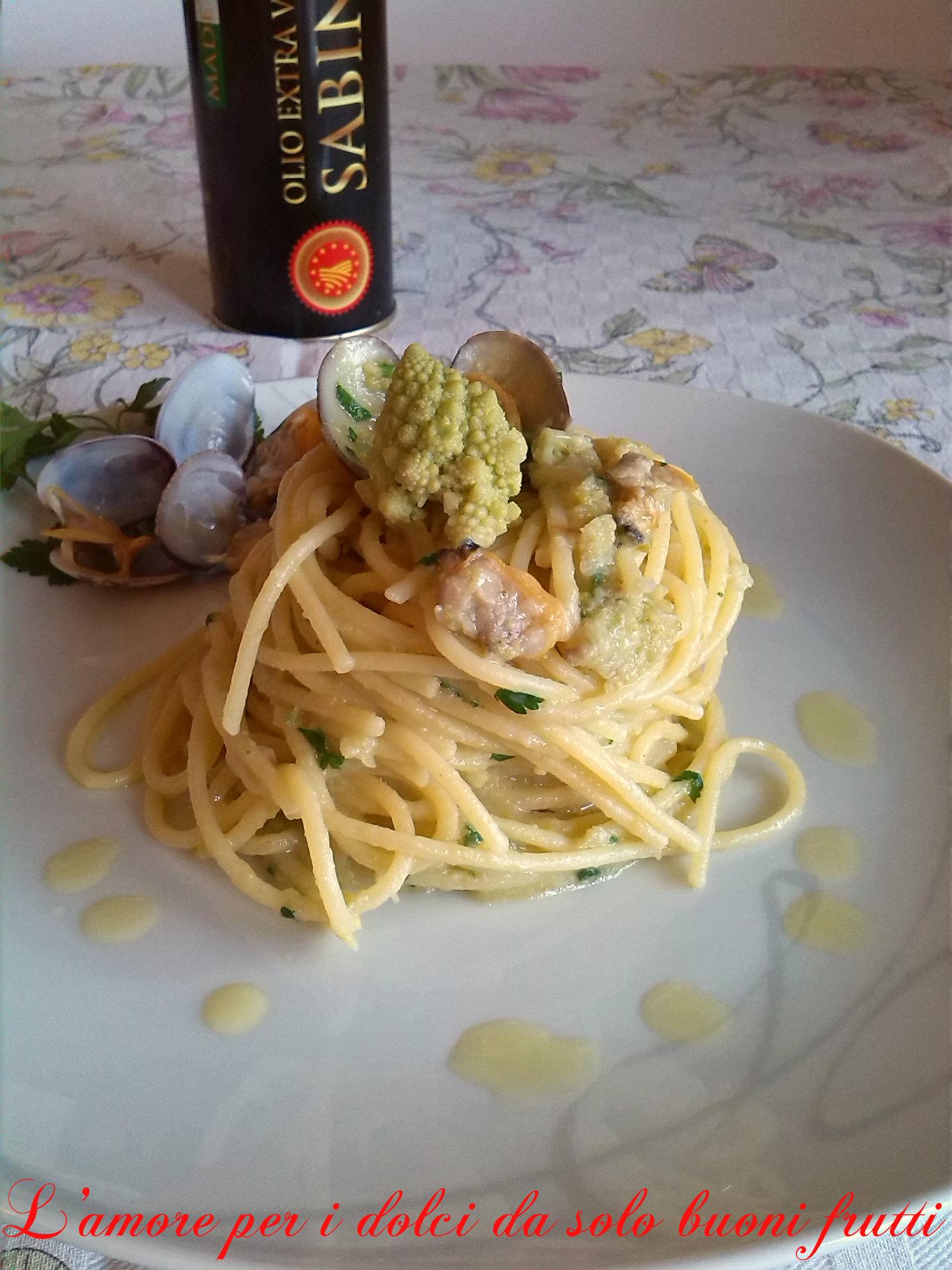 Spaghetti con vongole e crema di broccolo verde
