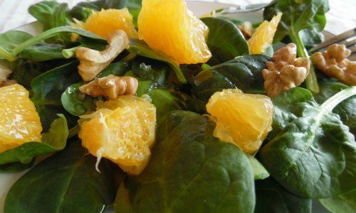 Insalata di spinacino con arancia e noci