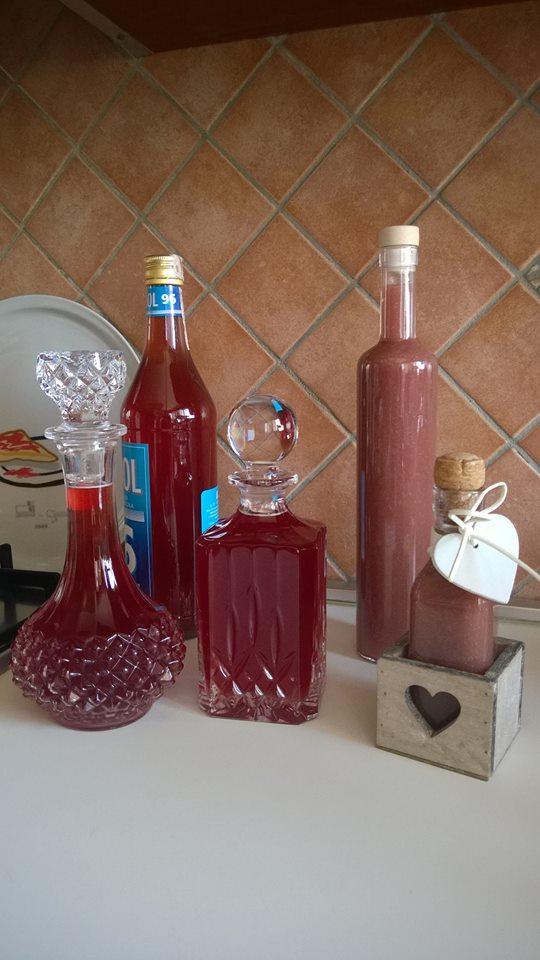 Liquore alla fragola e liquore di crema alla fragola