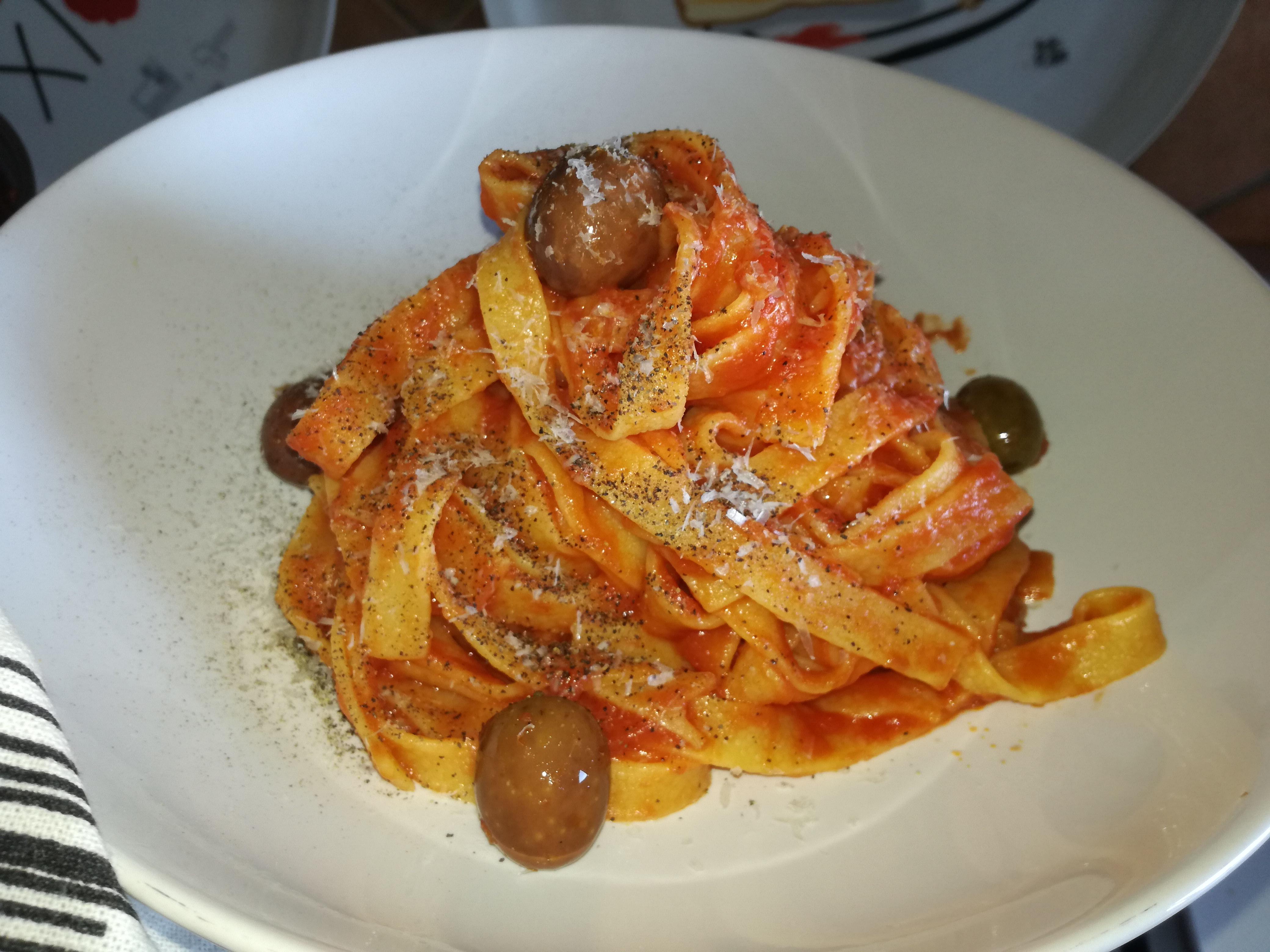 Fettuccine al sugo rosso e pecorino romano