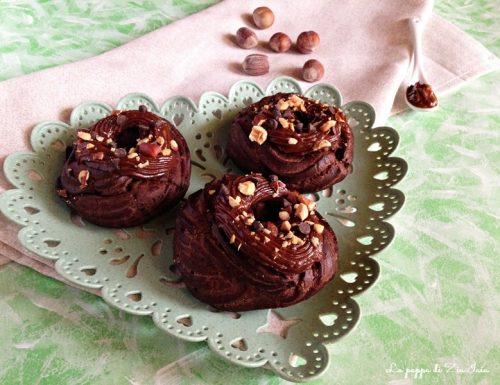 Zeppole al cacao e crema pasticcera alla nocciola