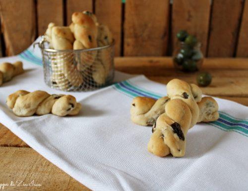 Treccine soffici alle olive ricetta facile