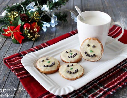 Biscotti omini di neve ricetta natalizia