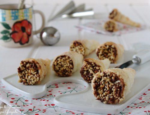 Cannoli di pasta sfoglia con nutella