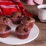 Muffin all'acqua cioccolato e mirtilli rossi