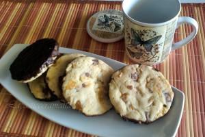 Biscottoni arachidi, albicocche e cioccolato al latte