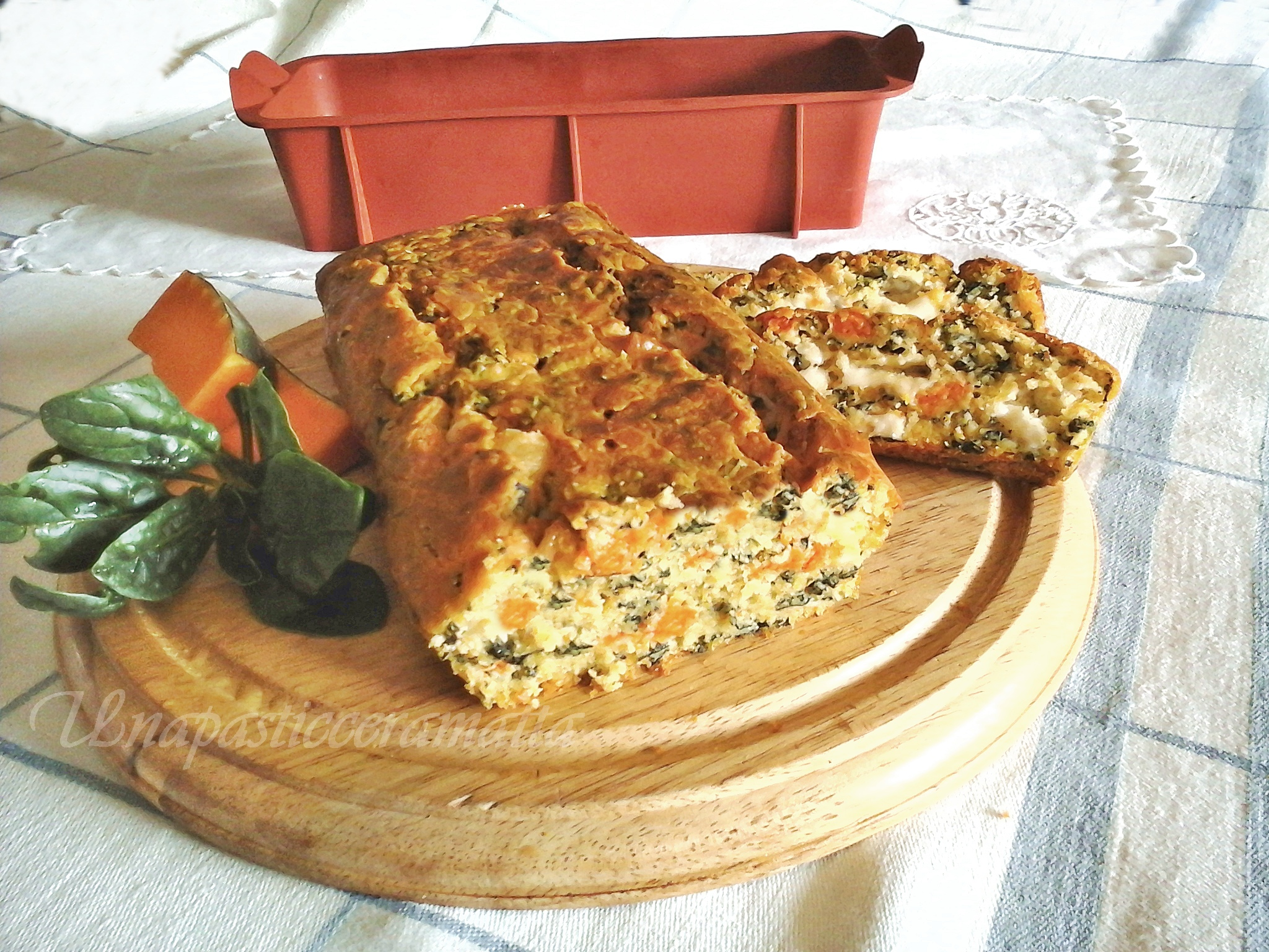 Plum-cake salato zucca, spinaci provolone