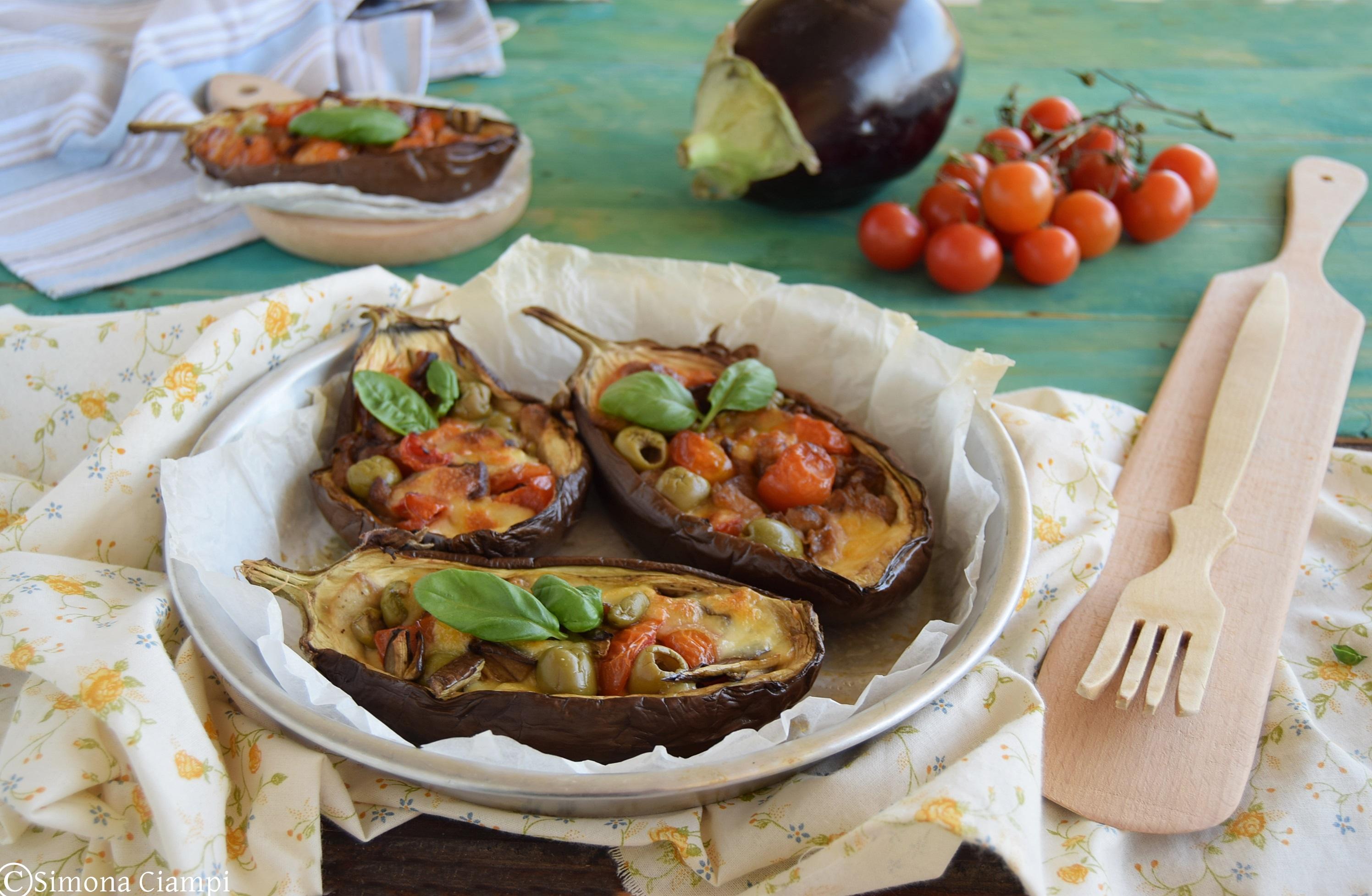Melanzane a barchetta scamorza e olive