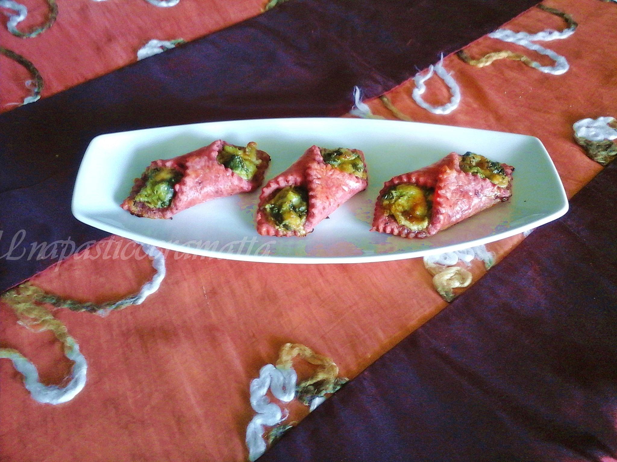 Involtini salati impasto alla barbabietola