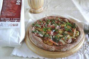 Pizza integrale patate, speck, rucola, con pasta madre lievitazione 24 h