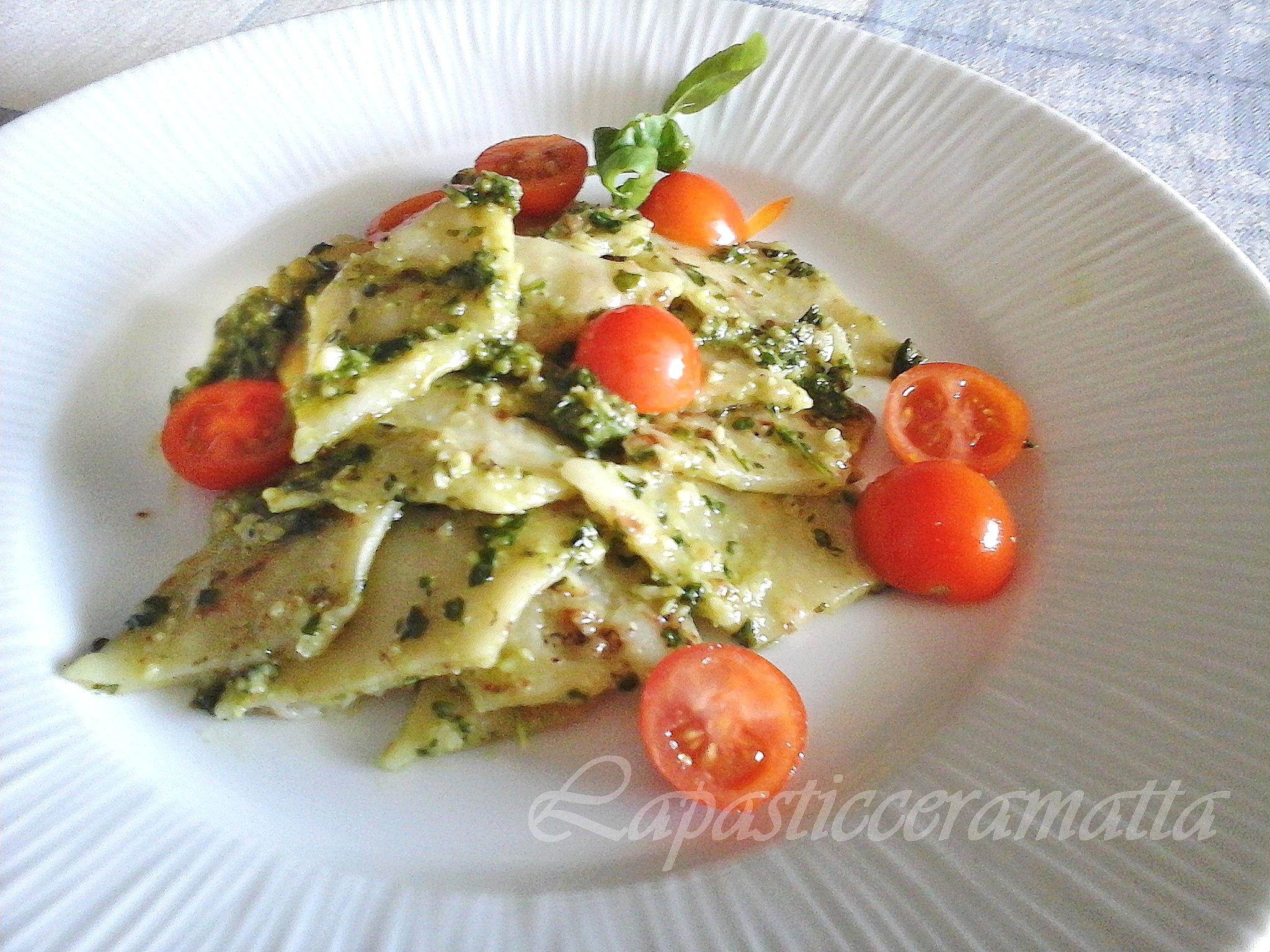 """""""Testaroli"""" della Lunigiana al pesto di noci con pomodorini"""