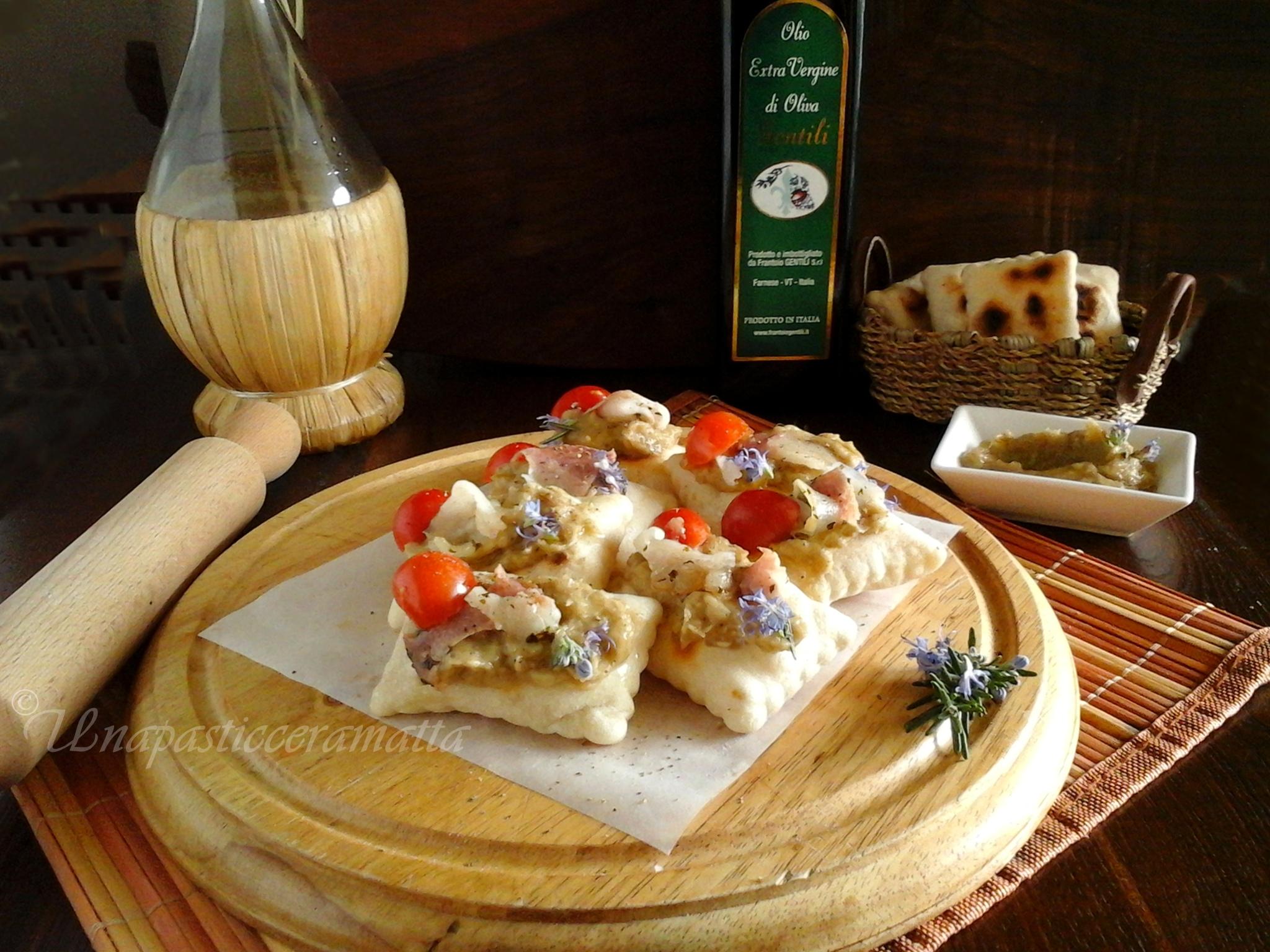 Tigelle con pasta madre, crema di melanzane Lapasticceramatta