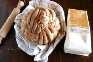 Pan pelota decorato con pasta madre
