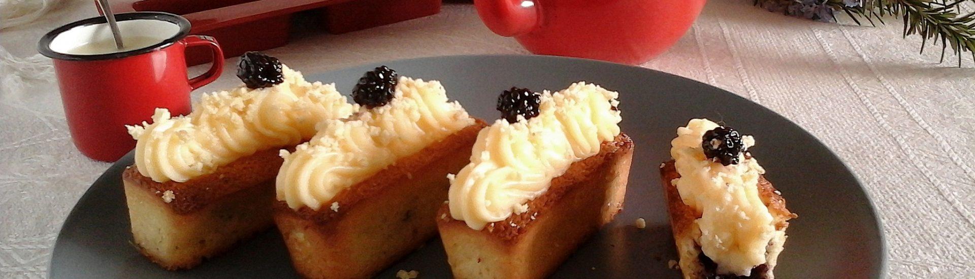 Plum-cake mimosa crema al limone e more sciroppate