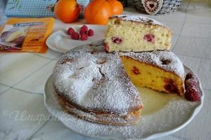 Torta soffice mascarpone e arancia  con lamponi