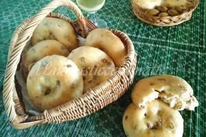 Focaccine con le olive e pasta madre
