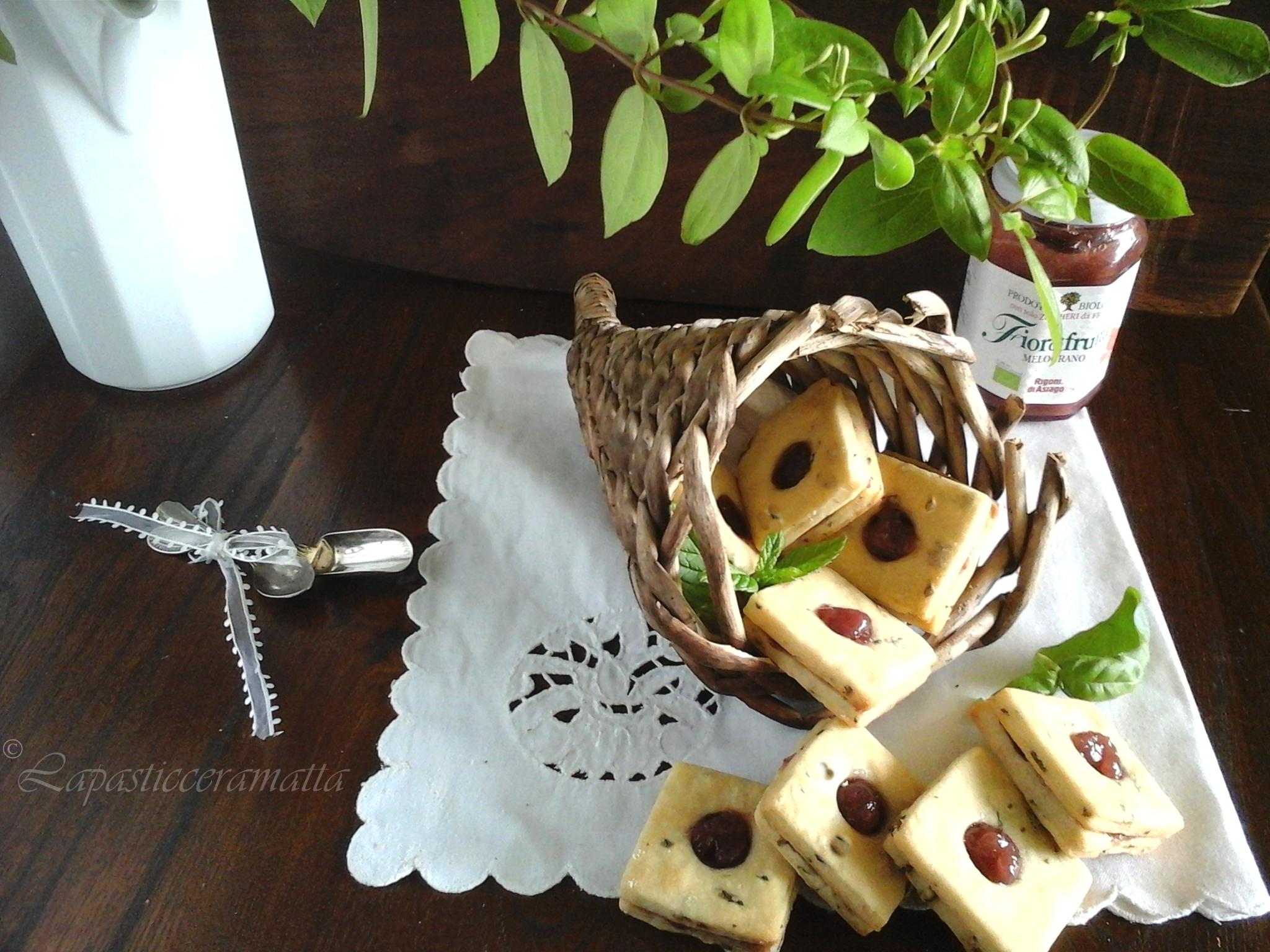 Biscotti allo yogurt menta e basilico con marmellata