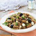 Pasta fredda al pesto di olive feta e rucola