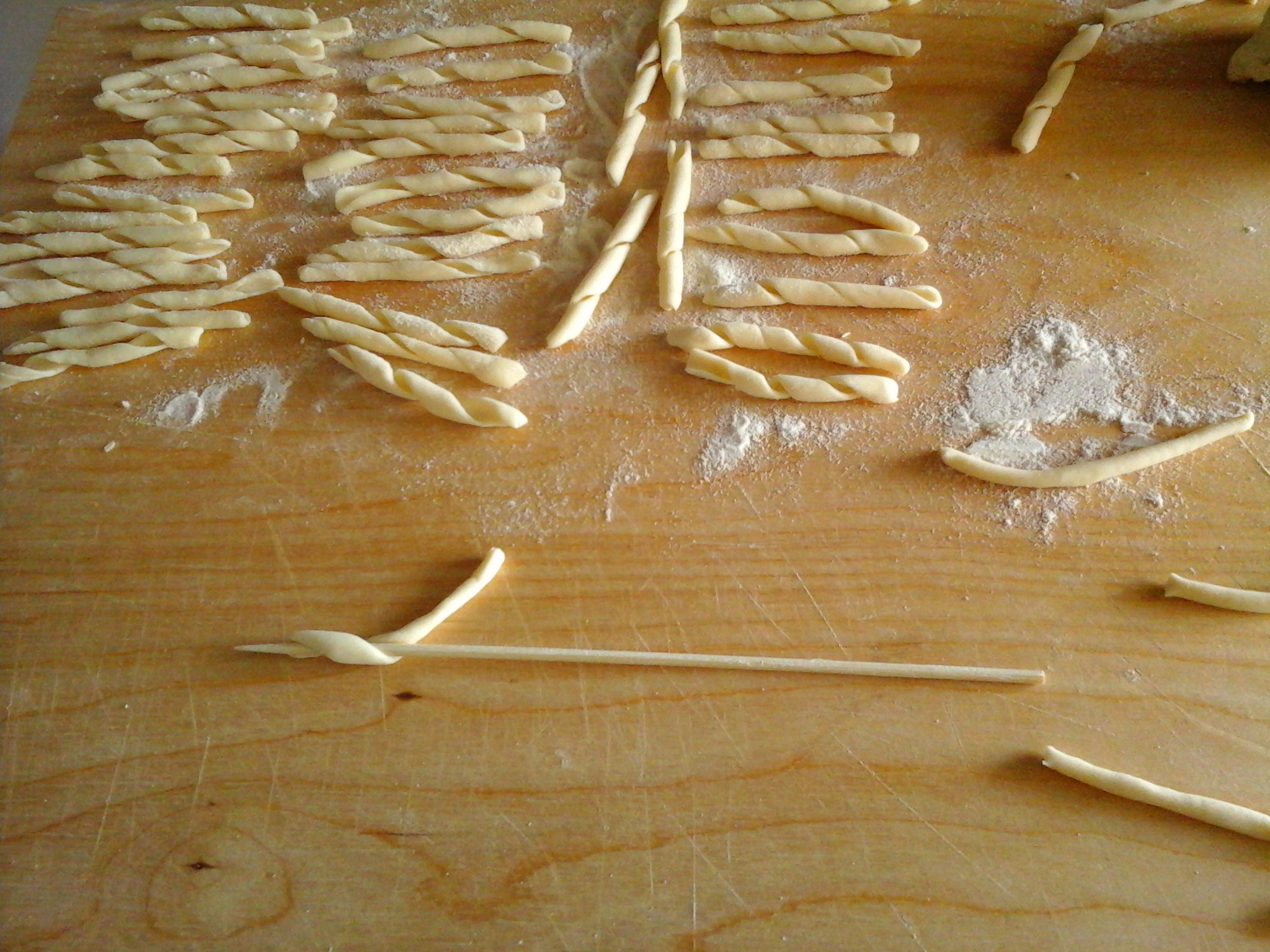 Maccheroncini lucani con pesto di pomodori secchi e robiola