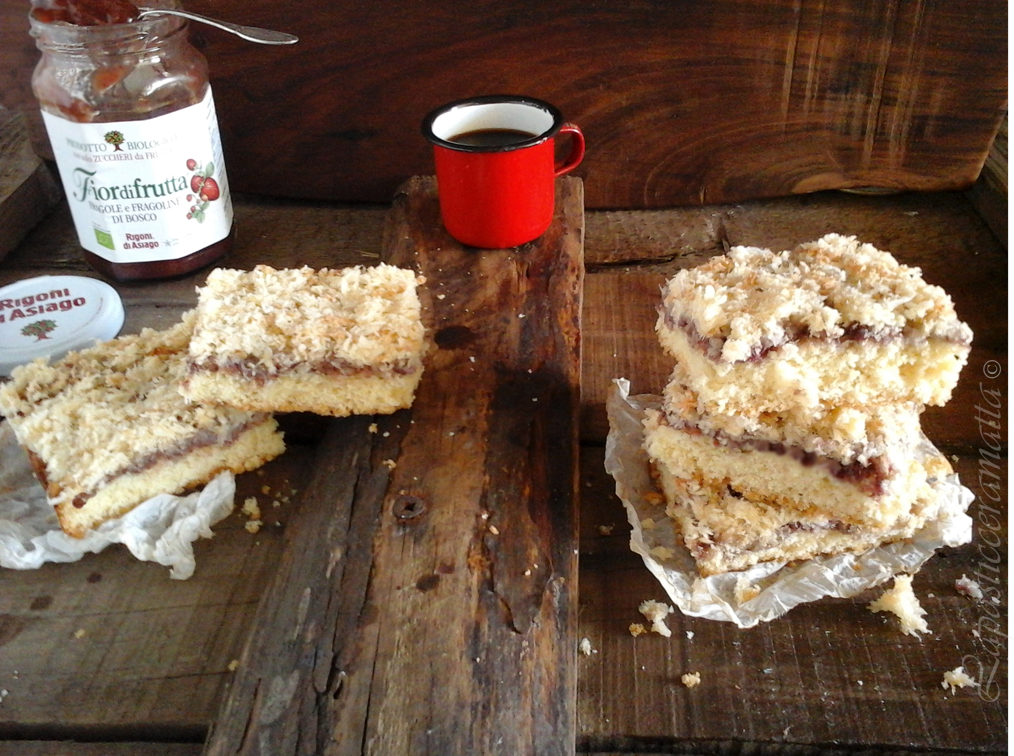 Coconut and jam slice (dolce australiano)