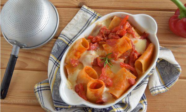 Paccheri filanti al forno con salsa di peperoni